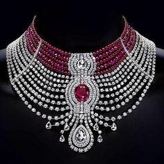 Rouge Cartier - Edito XXVII Birnnal de Paris- The Cartier Royal High Jewelry Collection Cartier Necklace, Cartier Jewelry, Red Jewelry, I Love Jewelry, High Jewelry, Luxury Jewelry, Diamond Jewelry, Jewelry Accessories, Fashion Jewelry
