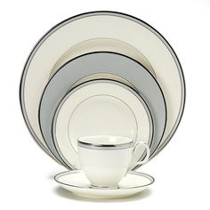Noritake Aegean Mist 5 Piece Place Setting, Service for 1 Casual Dinnerware, White Dinnerware, Dinnerware Sets, Ceramic Dinner Set, Square Dinnerware Set, Noritake, Dinner Sets, Fine China, China Porcelain