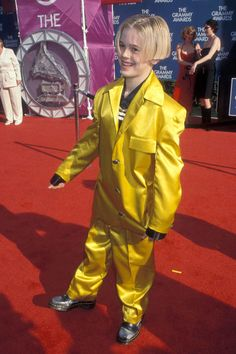 """Aaron Carter from Riskiest Looks Ever at the Grammy Awards Yikes! It's painful to see the """"I Want Candy"""" singer in an outfit that could double take for traffic director at the 1999 Grammys, and no comment on the hair. Celebrity Outfits, Celebrity Crush, Celebrity Style, Grammy 2014, Banana In Pyjamas, Grammy Outfits, Aaron Carter, Young Actors, Celebs"""