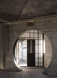 Scarpa softens the austerity of concrete architecture with decorative flourishes and natural light. Concrete Architecture, Space Architecture, Historical Architecture, Carlo Scarpa, Meditation Space, Rural Area, Light And Shadow, Water Features, Cemetery