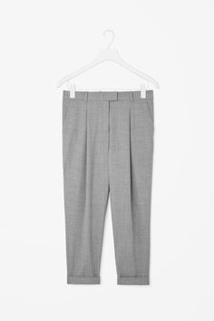 COS is a contemporary fashion brand offering reinvented classics and wardrobe essentials made to last beyond the season, inspired by art and design. Trousers Women, Pants For Women, Tapered Trousers, Contemporary Fashion, Work Pants, Dress Me Up, Fashion Brand, Black Pants, What To Wear
