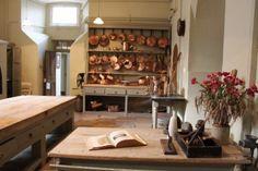 Victorian kitchen interior at Powderham Castle Antique Kitchen Decor, Victorian Kitchen, Victorian Homes, Kitchen Interior, Vintage Kitchen, French Kitchen, Copper Kitchen, Old Kitchen, Kitchen Dining