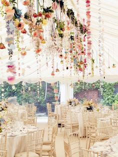 Flowers hanging down // wedding reception inspiration