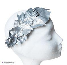 Corona novia plateada con flores y hojas. Tiara plata. Corona dama honor. Tiara alemana. Accesorios pelo. Accesorios boda Tiara flores HC#09
