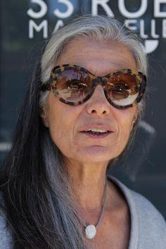 33 Rue Majorelle in Marrakech straatfotografie van iets oudere vrouwen en mannen met oog voor stijl