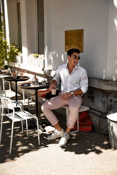 Pink Spring Look Business Casual Men, Men Casual, Photography Poses For Men, Spring Looks, Gentleman Style, Stylish Men, Mens Suits, Male Summer Wear, Cool Style