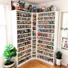 Go figure on now thats one hell of a way to display originalfunko pops ! giojammiesfunko mickeymouse toystory the house of hades Funko Pop Shelves, Funko Pop Display, Toy Display, Nerd Room, Gamer Room, Deco Harry Potter, Funko Pop Dolls, Otaku Room, Funk Pop