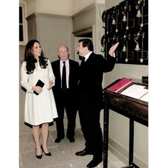 The Duchess of Cambridge is shown the Downton Abbey servants bells by actor Brendan Coyle (John Bates) during an official visit to the set of Downton Abbey | March 12,2015. ❤ #katemiddleton #duchessofcambridge #2ndpregnancy img.middletonroyalty.tumblr
