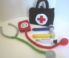 crochet doctor's kit-so cute, but definitely need to add a fetoscope and make it a midwifery kit!