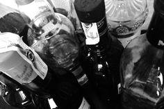 Beber alcohol en exceso pasa factura a largo plazo. El consumo de bebidas alcohólicas se relaciona con diversos tipos de enfermedades y trastornos, además de ser una de las principales causas de muerte prematura Red Wine, Alcoholic Drinks, Glass, Effects Of Alcohol, Get Healthy, Death, Drinkware, Corning Glass, Liquor Drinks