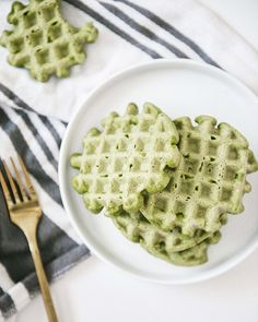 remember when i used to be a food blogger and post recipes? two kids later ain't nobody got time for that. but ... these green waffles were…