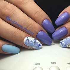 Appliqued Floral design over white and blue base. The blue floral nail art design with the water due drops effects is an inspiration for all arts lovers. The details and the combination are worth admiring.