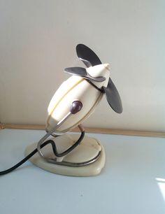 Cream electric desktop fan 50s, table fan, Vintage Bakelite Electric Fan, Oscillating Fan, Desk Fan 50's, Mid Century
