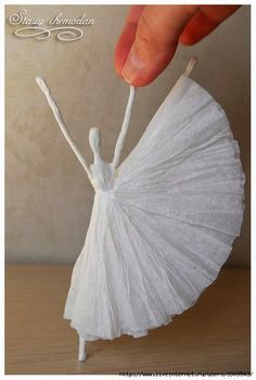 Paso a paso de bailarinas de servilletas de papel y alambre
