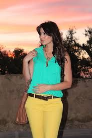 Resultado de imagen de combinar pantalones amarillos