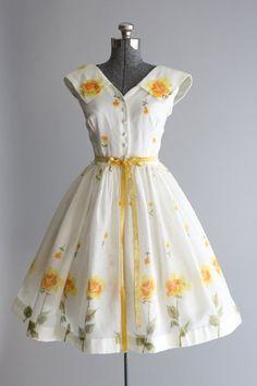 Vintage 1950s Dress / 50s Cotton Dress / Muriel Ryan Swiss Dot Rose Print Sun Dress M