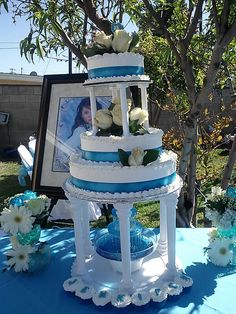 Quinceañera cake with blue ribbon.