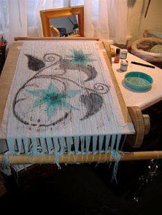 Painting a warp. Maalattu kuvio loimilankoihin.
