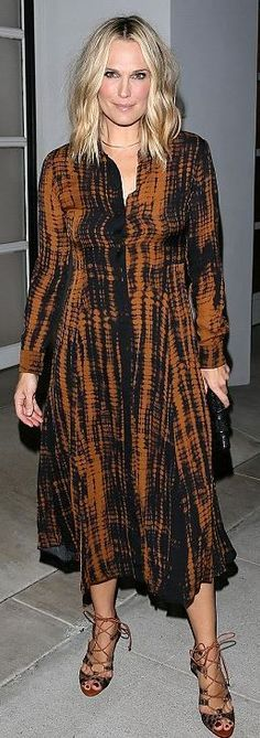 Who made Molly Sims' brown print tie dye dress?