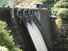 井川ダム 放流