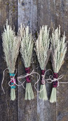 small boho style rustic bouquet dried flowers grasses bunch natural wild wildflower primitive bohemian room country home decor bunch wedding party favorhand harvested with wild grasses varieties,approx 4-6 types in each bouquet.has been wrapped up with a fabric and jute rope.well dried ,everlastingas the handselected and natural just straight from wild meadows -the bouquets are slightly different each.approx 14