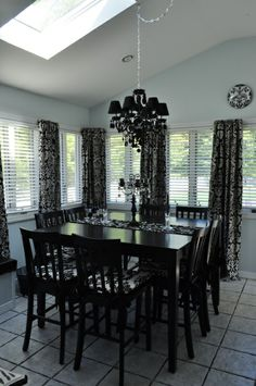 Damask Dining would look great in your house!