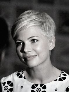 Michelle Williams at Comic-Con - San Diego, July Michelle Williams at Comic-Con - San Diego, JYou c. Short Pixie Haircuts, Haircuts With Bangs, Hairstyles Haircuts, Cool Hairstyles, Easy Hairstyle, Hairstyle Ideas, Wedding Hairstyle, Wavy Pixie Cut, Best Pixie Cuts