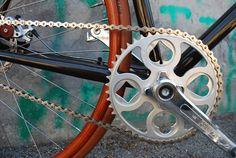 ucycles UCY12F1 custom fixed gear bike designboom  Le pédalier est trop bien je veux le même !