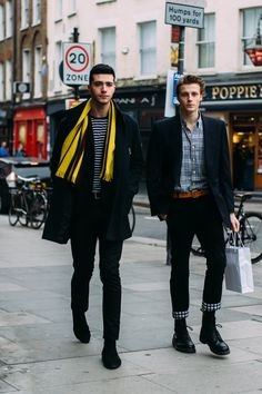 The Street Style Crowd Made Platform Sneakers a Thing at London Fashion Week Men's - Fashionista Source by easeyourasthmatips fashion casual Cool Street Fashion, Trendy Fashion, Fashion Men, Trendy Clothing, Fashion Black, Clothing Ideas, Fashion Styles, Winter Fashion, Vintage Fashion