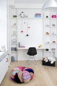 Leuk idee voor een kast in de kinderkamer, multifunctioneel (maar waarschijnlijk blijft deze niet zo lang leeg)