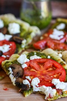 Pizza with Pesto, Tomato, Mushroom and Goat Cheese