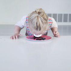 no-hands-cake-tasting