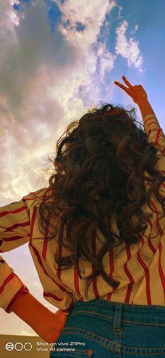 Photoshoot with sky 💭💫 Teen Photography Poses, Teenage Girl Photography, Creative Portrait Photography, Tumblr Photography, Best Photo Poses, Girl Photo Poses, Stylish Photo Pose, Selfie Poses, Photos