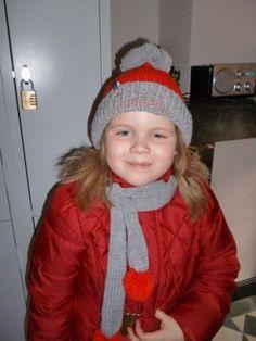 L vindt het erg leuk dat ze een muts krijgt in de lievelingskleur van Sinterklaas! www.meikewithlove.be