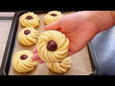 БЕСПОДОБНО ВКУСНЫЕ БУЛОЧКИ К ЧАЮ!!!САМЫЙ ВКУСНЫЙ И ПРОСТОЙ РЕЦЕПТ!!! - YouTube Bolo Red Velvet, Baking Recipes, Dessert Recipes, Sweet Buns, Pastry Art, Bread And Pastries, Russian Recipes, Arabic Food, Greek Recipes