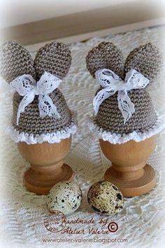 Hoe leuk kan het ontbijt worden met deze charmante paashaas eiermutsjes.  Het patroon komt van bij Handmade by Jolanda. Deze eiermutsjes zijn echt heel gemakkelijk te haken, ik heb het patroon wat aa