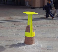 Interesting way of adapting this thing - providing a tall chair or standing table for people to use. Fresh colour.