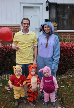59 Family Halloween Costumes That Are Clever, Cool And Extra Cute Matching Halloween Costumes, Halloween Look, Clever Halloween Costumes, Halloween Costume Contest, Cute Costumes, Halloween Outfits, Costume Ideas, Halloween 2019, Group Halloween