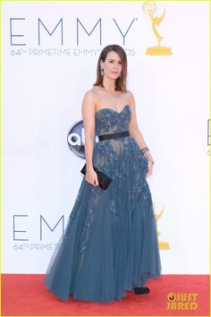 Sarah Paulson wore a Reem Acra dress, Brian Atwood shoes, a Roger Vivier clutch, and Lorraine Schwartz jewels.