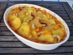Nem vagyok mesterszakács: Magyaros rakott krumpli cserépben – mangalica kolb... Apple Pie, Shrimp, Potatoes, Meat, Vegetables, Desserts, Recipes, Food, Tailgate Desserts