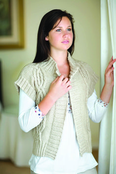 Can't decide whether you need to wrap up? This attractive short-sleeved cardigan is perfect for. Diy Knitting Projects, Knitting Ideas, Knit Vest, Knit Crochet, Ruffle Blouse, Winter, How To Make, Pattern, Sweaters