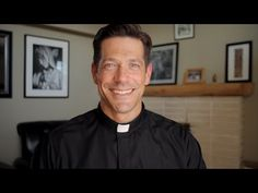 I really like his style, he looks more a cool guy than a priest! :) Chapel Veils and the Significance of Dreams, Father Mike Schmitz, Ascension Presents Catholic Veil, Catholic Prayers, Roman Catholic, Faith Prayer, Prayer Book, Mike Friends, Father Mike Schmitz, Chapel Veil, Bride Of Christ