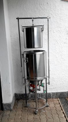 This is in Italian but the no words need for such an impressive system. Kombucha, Brew In A Bag, Brew Stand, Brewery Equipment, All Grain Brewing, Brewery Design, Home Brewery, Homebrew Recipes, How To Make Beer
