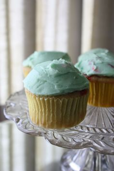 """Lucky Charms Cupcakes - made with """"cereal milk"""" and """"cereal flour""""! 