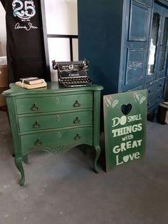 Pretty New Color!                                           Amsterdam Green Annie Sloan Chalpaint #GreenHomes101