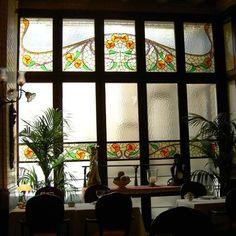 Detalle arquitectónico del edificio Casa Calvet de Barcelona. En el Restaurant Casa Calvet,  en el espacio que ocupa el restaurante, en este espacio se encontraban las oficinas de la industria textil de los Calvet