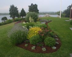 Traditional Landscape Flower Bed Design, Pictures, Remodel, Decor and Ideas - page 8