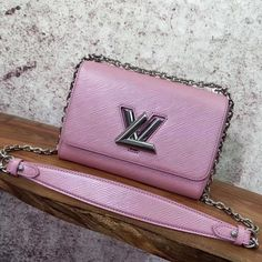 LV new style Twist adds effortless cool any outfit long sliding chain pink shoulder bag Louis Vuitton 2017, Louis Vuitton Handbags, Vuitton Bag, Designer Bags For Less, Designer Purses, Pink Shoulder Bags, Crossbody Bag, Tote Bag, Wallet Chain
