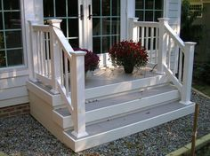 36 Pretty Farmhouse Front Porch Steps Design Ideas - HOMYFEED Whether you are building a new porch or renovating an existing one, there are specific things you can do to … Front Porch Railings, Front Porch Steps, Porch Stairs, Front Stairs, Small Front Porches, Farmhouse Front Porches, Front Porch Design, Front Stoop, Outdoor Stairs