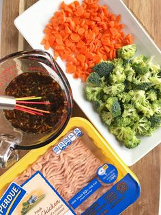 Teriyaki chicken rice bowls are perfect for a busy weeknight dinner Ground chicken broccoli and carrots simmer on the stove top in a delicious and super simple teriyaki sauce Serve over rice and garnish with green onions Dinner will be so yummy Ground Chicken Recipes Easy, Chicken Thigh Recipes, Chicken Salad Recipes, Teriyaki Chicken Rice Bowl, Chicken Rice Bowls, Teriyaki Sauce, Broccoli Recipes, Chicken Broccoli, Turkey Recipes